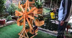 Вращающаяся деревянная подставка с «корзинками» для цветов Table Furniture, Firewood, Texture, Crafts, Diy, Surface Finish, Woodburning, Manualidades, Bricolage