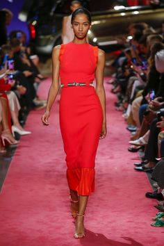 Brandon Maxwell New York - Sammlungen Herbst Winter - Shows - Vogue.it - Brandon Maxwell New York – Collections Fall Winter – Shows – Vogue.it Brandon Maxwell New York – Frühling Sommer 2019 Ready-to-Wear – Shows – Vogue. Women's Summer Fashion, Fashion Week, Runway Fashion, High Fashion, Fashion Looks, Fashion Outfits, Fashion Trends, Young Fashion, Street Fashion