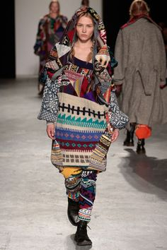 ::: OutsaPop Trashion ::: DIY fashion by Outi Pyy :::: Claire Storey patchwork knitwear Knitwear Fashion, Knit Fashion, Textiles, Diy Mode, Clothes Crafts, Sustainable Clothing, Fashion Seasons, Madame, Knitting Designs