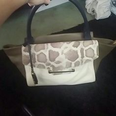 Selling beautiful Vince camuto bag This bag is a great size it is a very nice color. I took tags off and never used it I have tags and dust bag ?? Vince Camuto Bags Shoulder Bags