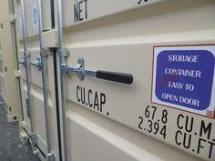 Bei MO.SPACE erhältst den robusten Seecontainer in Lichtgrau (RAL 7035) mit dem leicht zu öffnenden Türverschluss inkl. Einbruchsicherung und dem langlebigen Holzboden direkt zu dir nach Hause oder zu deiner Firmenadresse. #GemeinsamZurNormalität  Preis: € 2.850,-- (Netto, ab Depot 2460 Bruck a. d. Leitha, gültig solange Vorrat reicht)   👉🏻 +43 664 432 58 60 oder www.mospace.at Doors, Money, Storage, Heavy Equipment, Wood Floor, Purse Storage, Silver, Larger, Store