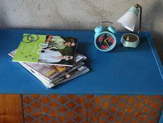 Metamorfoza komody Retro Basset z lat 60 - tych - Rub & Paint Komodo, Turntable, Retro, Painting, Vintage, Record Player, Painting Art, Paintings, Vintage Comics