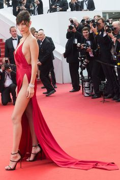 Bella Hadid's Style Playbook - See looks of Bella Hadid from street style chic to red carpet glam: Red silk high slit gown. Beautiful Legs, Beautiful Gowns, Bella Hadid Style, Western Girl, Fashion Poses, Belleza Natural, Celebrity Look, Gigi Hadid, Haute Couture
