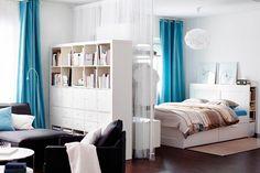 világoskék függönyök Studio Decor, Deco Studio, Cool Curtains, Blue Curtains, Sheer Curtains, Room Interior Design, Living Room Interior, Interior Ideas, One Room Apartment