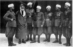 Unidades del Ejército Colonial Español en África: las Mehal-las Jalifianas | Mundo Historia-Grupo de Oficiales indígemas (Kaídes) de la  Mehal-la de Tetuán en traje de gala