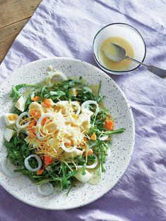 【ELLE a table】ゆでいかと卵のサラダ、豆乳レモンドレッシングレシピ|エル・オンライン