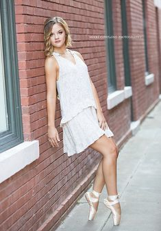 Mikki Copeland Photography is Lee's Summit and the surrounding communities premiere photographer for senior pictures.