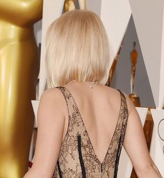 Jennifer Lawrence Glowed Brighter Than an Oscar at the Academy Awards - - There were tons of gorgeous beauty looks at the 2016 Academy Awards, but one star in particular really stood out to us: Jennifer Lawrence. She typically opts. Jennifer Lawrence Haircut, Pelo Popular, Medium Hair Styles, Short Hair Styles, Looks Pinterest, Short Bob Hairstyles, Bob Haircuts, Love Hair, Short Hair Cuts
