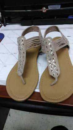 46d357adb1abe DAISY FUENTES SANDAL SHOE SIZE 8M  fashion  clothing  shoes  accessories   womensshoes