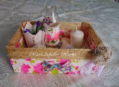 Caja de fresas decorada con servilletas