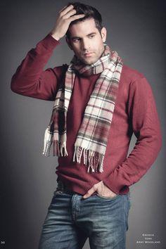 Jersey burdeos muy tendencia y pantalón superlavado con aplicaciones en camuflaje