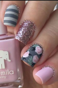 Love these nails!! Obsessed with floral nails lately & can never go wrong with GLITTER