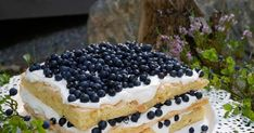 Melkein voisin sanoa että kesän paras kakku, britakakku! Kakku erilaisilla tuoreilla marjoilla täytettynä, niin hyvää. Marjojen kaverik... Blueberry Cake, Tiramisu, Baking, Ethnic Recipes, Food, Blueberry Grunt, Bakken, Essen, Meals