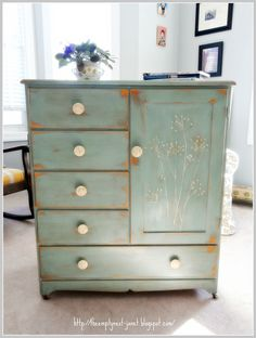 Annie Sloan chalk paint and has clear and dark wax.
