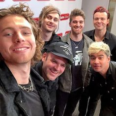 5 seconds of summer and the chainsmokers