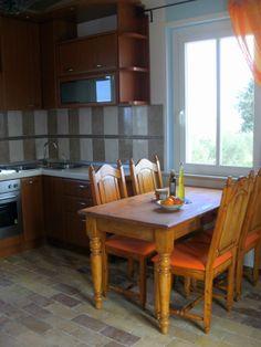 Wohnküche mit Esstisch Kitchen, Table, Furniture, Home Decor, Beige, Pictures, Dinning Table Set, Homes, Essen