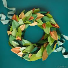 Print and cut your own glitter paper candle wreaths with this cute printable design by handcrafted lifestyle expert Lia Griffith and her team. Poinsettia Wreath, Felt Wreath, Diy Wreath, Boxwood Wreath, Hydrangea Wreath, Paper Flower Tutorial, Wreath Tutorial, Diy Tutorial, Costume Dinosaure