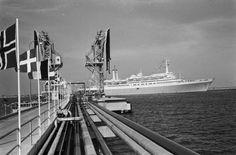 Fotocollectie » Opening Gulf olie Raffinaderij in Europoort, de 1200 gasten kwamen met de Ss. Ro… | gahetNA