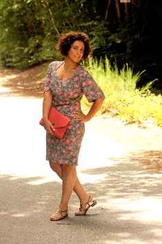 {Curvy girl in a vintage floral dress} REAL Curvy Girl inspiration from the fabulous Antonietta Bonanno,her blog: myvintagecurves.it/