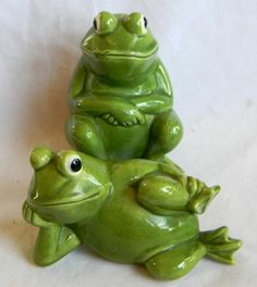 GREEN CERAMIC FROG SALT AND PEPPER SHAKERS...