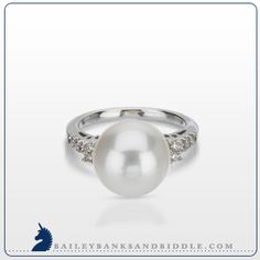Diamond and freshwater pearl ring in 18k white gold (1/6 carat t.w.)