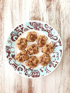 Peanut Butter Oatmeal Cookies-  TheSkinnyFork.com    Servings:18•Size:1Cookie•Calories:99    Ingredients:  2 Ripe Bananas, Mashed  1/3 C. Reduced Fat Peanut Butter  2/3 C. Unsweetened Applesauce  1 Tsp. Vanilla  1/2 Tsp. Salt  1/2 Tsp. Cinnamon  Dash of Ground Cloves  Dash of Ground Nutmeg  1 1/2 C. Quick or Old Fashioned Oats  1/4 C. Nut...1/4 C. Nuts (I used dry unsalted peanuts.)  1/4 C. Semi Sweet Chocolate Chips  1/4 C. Reduced Fat Unsweetened Shredded Coconut (Optional)