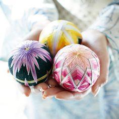 日本の花々 置いてつるして飾れる 手のひらサイズの加賀てまりの会(12回限定コレクション) | フェリシモ