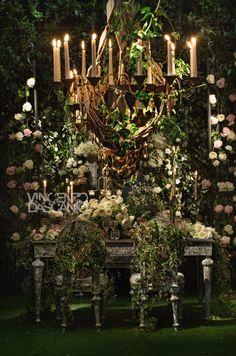 Organic centerpiece in a bucolic garden mood Manzanita Wedding, Wedding Centerpieces, Wedding Decorations, Trees With White Bark, Secret Garden Theme, Enchanted Garden Wedding, Quinceanera, Floral Design, Dream Wedding