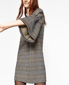 Imagen 4 de VESTIDO CUADROS MANGA VOLANTES de Zara Zara Looks, Dresses For Work, Dresses With Sleeves, Check Dress, High Neck Dress, Casual, Baby, Fashion, Handmade Clothes