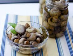 Маринованные шампиньоны, рецепт которых легко сделать в домашних условиях всего за полчаса - потрясающий рецепт из простых продуктов Marinated Mushrooms, Stuffed Mushrooms, Dog Food Recipes, Almond, Garlic, Deserts, Food And Drink, Smoothie, Vegetables