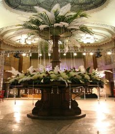 Dining Table Decorating in Gossip Girl TV Series - Home Design and Home Interior Gossip Girl Prom, Hotel Flower Arrangements, Floral Wedding, Wedding Flowers, Classic Home Furniture, Hotel Flowers, Feather Centerpieces, Corporate Flowers, Wedding Decorations