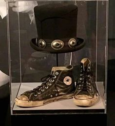 @Slash stuff #rockhalloffame #topHat #converse #Slash @tako217