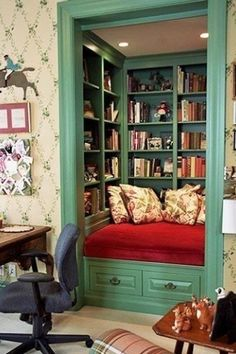 Convert the closet in a spare room into a reading nook! Almost as awesome as a study with floor to ceiling bookshelves. - A Interior Design Sweet Home, Diy Casa, Home Libraries, Cozy Nook, Cozy Corner, Bed Nook, Wall Nook, Home And Deco, My New Room