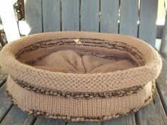Knit Snuggle Tubbie on Ravelry (cute bed for cats or small dogs)