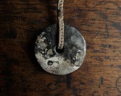 Collier réglable disque en céramique enfumée lin ciré