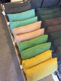antiikkipellavainen tyyny . 30x60cm . antrasiitti . turkoosi . nude . vihreä . keltainen myyty . @kooPernu