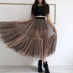 Tulle skirt with two colors sheer skirt mesh skirt two Diy Tulle Skirt, Tulle Skirt Tutorial, Mesh Skirt, Mesh Dress, Tulle Dress, Tutu Skirts, Tulle Tutu, Moda Aesthetic, Skirt Fashion