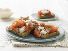 Pizza-Toast mit Thunfisch - Für 1 Erw. und 1 Kind (1–6 Jahre) - smarter - Kalorien: 537 Kcal - Zeit: 15 Min. | eatsmarter.de