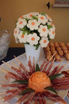 Tea party-love the sandwich bouquet! Cute Food, Good Food, Tea Sandwiches, Snacks Für Party, Food Decoration, Food Platters, Food Humor, Appetisers, Edible Art