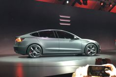 tesla-model-3-live-gray-side-view.jpg (2048×1360)