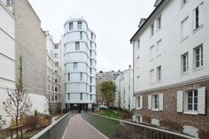 Housing complex of 14 ownership programmes and 24 social housing. The design of our project was developed to focus on three strong intentions structured by the heirloom of this singular parcel. Ab…