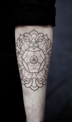 Geometric floral tattoo (outline)