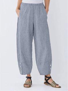 Print Striped Button Pockets Elastic Waist Capri Pants is necessary for cold weather, NewChic will show cheap trendy women Pants & Capris for you. Loose Pants, Wide Leg Pants, Leggings, Style Japonais, Pantalon Large, Pants For Women, Clothes For Women, Womens Capri Pants, Vestidos Vintage