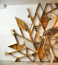 Pallet wall installation: beautiful and interesting (could also be used as storage. Art Mural Palette, Palette Wall, Wall Design, House Design, Nest Design, Studio Design, Floor Design, Design Design, Creative Design