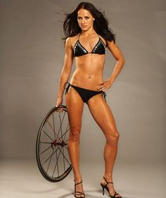 Erin Densham, my new inspiration  She does triathlon. What an amazingly toned and nicely-defined body!! Doesn't need big fake tits like those models! haha