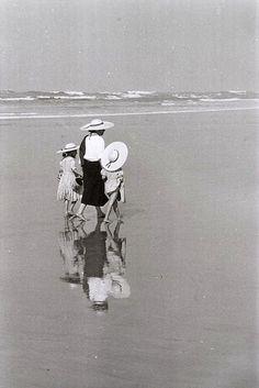 A la plage, c 1970 • Édouard Boubat