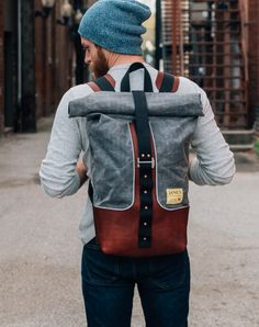 Janus Motorcycles is a production motorcycle manufacturer in Goshen, Indiana. They specialize in motorcycles with a vintage, classic style. Leather Workshop, Bike Bag, Moda Casual, Cool Bike Accessories, Best Bags, Swagg, Leather Backpack, Menswear, Womens Fashion