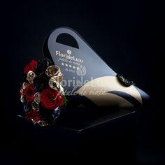 Am creat special pentru tine si pentru ea, zeita ta, acest buchet pe care noi il numim Golden Heart, din 5 trandafiri rosii, 5 trandafiri negri si 9 trandafiri aurii, asezati cu eleganta si sarm in suportul nostru Black&Gold unic in Romania! Trandafirii negri si aurii sunt vopsiti de catre maestrii floristi FlorideLux. Crown, Modern, Jewelry, Cots, Elegant, Corona, Trendy Tree, Jewlery, Jewerly