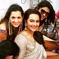 Sonakshi poses with her girlfriends at the mehendi.