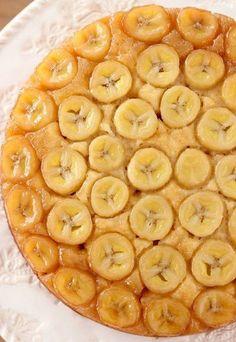 ПЕРЕВЁРНУТЫЙ БАНАНОВОВЫЙ ПИРОГ Ингредиенты: - 4 ст. л. растопленного сливочного масла - 1/4 стакана коричневого сахара - 2,5-3 банана (нарезать) Тесто : - 1/2 стакана сахара - ванилин - около 1,5 ст. муки - 1 ч. л. разрыхлителя - щепотка соли - 90 г. растопленного сливочного масла - 3/4 ст. сметаны или йогурта (комнатной температуры) Приготовление: Духовку разогреть до 180℃. Масло смешать с сахаром и вылить в форму. Выложить сверху кружочки бананов. Муку ...